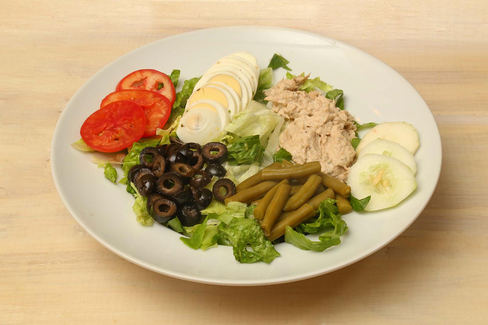 Salade nicoise with tuna